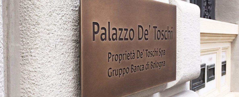 Palazzo De Toschi Targa in ottone