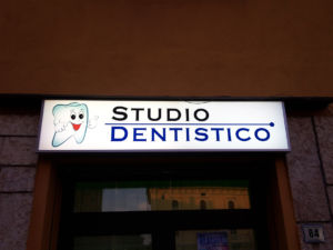 Insegne a cassonetto Studio Dentistico