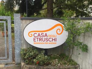 Insegna a cassonetto su palo Casa degli Etruschi