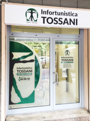 Infortunistica Tossani Vetrofanie e Insegna luminosa a cassonetto